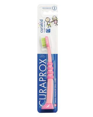 Детская зубная щетка Curaprox с гумированной ручкой Curakid (с 6 месяцев до 4 лет)